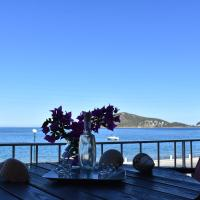 Apartment in the sea, hotel in Porto Rafti