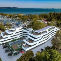 Marina Apartman Hotel, hotel in Balatonszemes