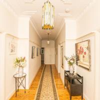 Hillside Cottage │ Comfy, Spacious, Walk to CBD & Stannies