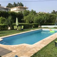 Villa with 2 bedrooms in Lousada with wonderful lake view private pool enclosed garden 50 km from the beach, hotel em Lousada