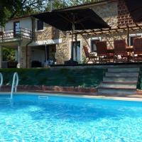 Independent holiday home, close to Lucca Pisa Florence with private pool