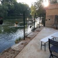 Au bord de l eau, hotel in Sedan