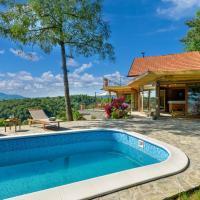 Stunning home in Lepoglava w/ Outdoor swimming pool, Sauna and 2 Bedrooms, hotel in Lepoglava