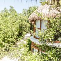 Mamasan Treehouses & Cabins, hotel in Tulum