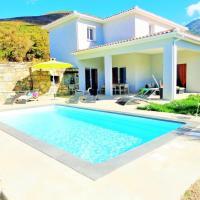 Villa de 4 chambres a Farinole avec magnifique vue sur la montagne piscine privee jardin amenage a 900 m de la plage, hotel in Farinole