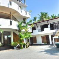 Green Shadows Beach Hotel, hotel in Kalutara