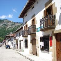 Apartamentos LAZKANO I Y II, hotel em Huarte-Araquil