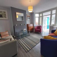 Exton House -Huku Kwetu 4 Bedroom House- Luton Airport - Group Accommodation - up to 7 people