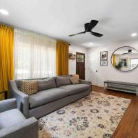 Charming Cottage for Pets, Family and Work, hotel in Atlanta