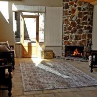 Olinda Yarra Cottage, hotel in Yering