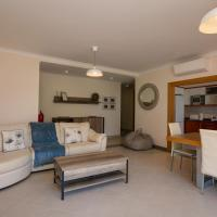 Opomar, Luxury 3 Bed, 4 Bath Apartment by Cara Rentals