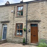 Nab View Cottage, hotel in Whalley