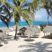 BEACH STUDIO 4 people - BBQ, WiFi, beach amenities, pickup from airport - PLAYA LOS CORALES