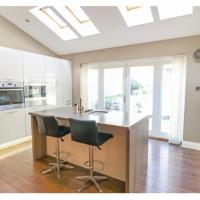 GRANIC MEWS - Luxury home with CINEMA ROOM by ST IVES GOLF COURSE, HARDEN, hotel in Bingley
