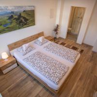 Deluxe New Innsbruck Center Apartment