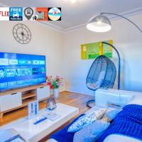 Wollongong station holiday house with Wi-Fi,75 Inch TV, Netflix,Parking,Beach, hotel em Wollongong