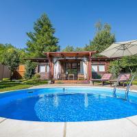 Holiday Home Arcadia with pool, hot tub and sauna, hotel v destinaci Pleškovec