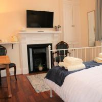Izarra - Town centre en-suite with own entrance and free parking