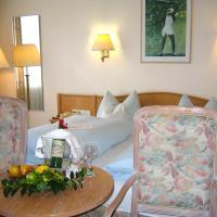 Landhotel Sonneneck - Breuna im Naturpark, отель в городе Бройна