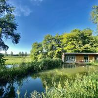 Secluded, New Forest Riverside Lodge
