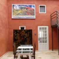 CLASSIC FRANCE DOUBLE FOR LARGER GROUPS OR EXTENDED FAMILIES - AC, ELEVTOR, 2 APPTS JOINED BY A COMMON INDOOR PATIO, hôtel à Limoux