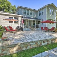 Spacious Lake Placid House with Diving Board!, hotel in Seguin
