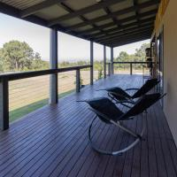 Studio 165 Hidden Gem on 50 acres with bay views, hotel em Grantville