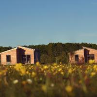 Sunset Lodges at Cotswold Farm Park, hotel in Kineton