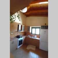 The Olive Grove House - 10min to Seitan Port beach, hotel near Chania International Airport - CHQ, Stérnai