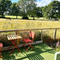 Holly Tree Cottage - 3 bedrooms and large garden with optional glamping double outside