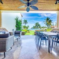Exquisitely adorned luxury unit right on Flamingo Beach sleeps 6