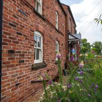 The Lodge - Luxury cottage in the pretty village of Holt