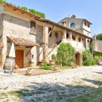 Modern Farmhouse in Marsciano with Swimming Pool, hotel a Marsciano