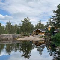 Luxury Holiday Home with Private Lake, hotelli kohteessa Vehmaa