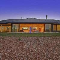 The Junction - contemporary meets river country, hotel in Canyonleigh