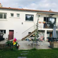 Maison agréable 110m2 avec jardin et jacuzzi, hotel near La Rochelle - Ile de Re Airport - LRH, La Rochelle