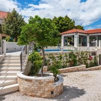 Beautiful Villa in Selca with Private Swimming Pool, hotel u Selcima