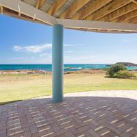 The Whale Watcher', 1/6 Birubi Lane - waterfront unit with stunning views, level access