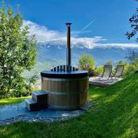 Eco Lodge with Jacuzzi and View in the Swiss Alps, отель в городе Grône