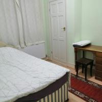 Single room available for guest in a friendly house