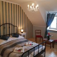 Vila Janáčkova - 1st republic villa, hotel v Trutnově