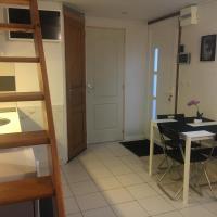 Guest House, hôtel à Dammartin-en-Goële