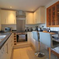 Homes by PSMG - Tower House - Modern Two Bedroom Apartment