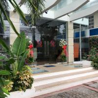 Seacliff Suites Hotel and Resort, hotel in Pinamalayan