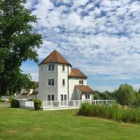 Windrush Turret Lodge, hotel in South Cerney
