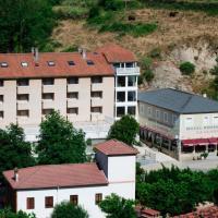 Hotel La Glorieta, hotel en Baños de Montemayor