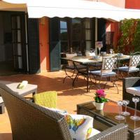 Apartamento en el Puerto de Sóller con gran terraza privada y vistas al mar. Piscina comunitaria. Localizado en un zona tranquila y muy soleada. Wifi gratis disponible. Parking.