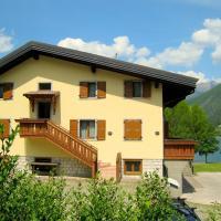 Lovely holiday home near Lake Ledro for 6 persons with park, hotell i Molina di Ledro