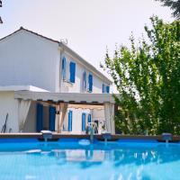 Cà del Mar rustico a Jesolo con giardino e piscina privati ad uso esclusivo, hotel in Jesolo