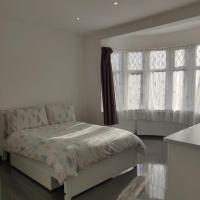 Stunning Double Room in Harrow